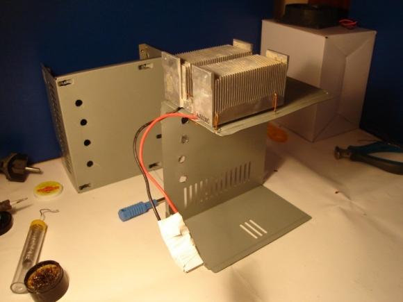 Модуль пельтье на корпусе блока питания